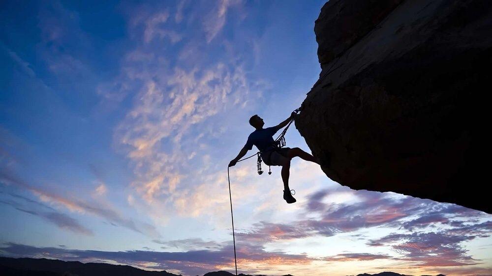Alpinisti utilitari termoizolatii toaletare copaci alpinism utilitar