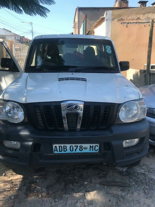 Vende se Mahindra 4x4 Manual 900 mil Negociáveis