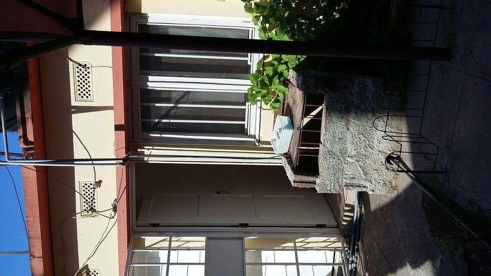 Arrenda se dependência quarto e casa de banho no bairro polana cimento
