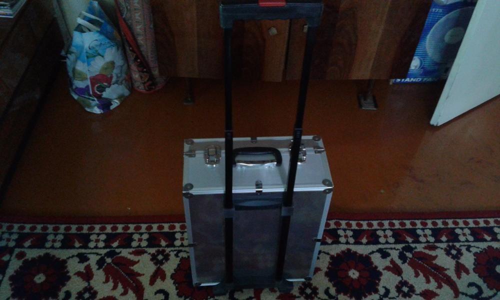 Продаю набор чемодан инструментов