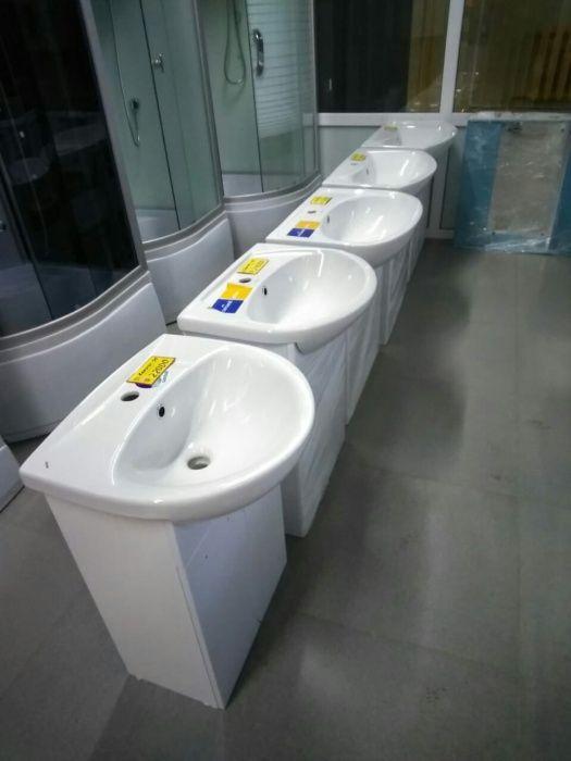Душевые кабины, унитазы, мебель для ванны.