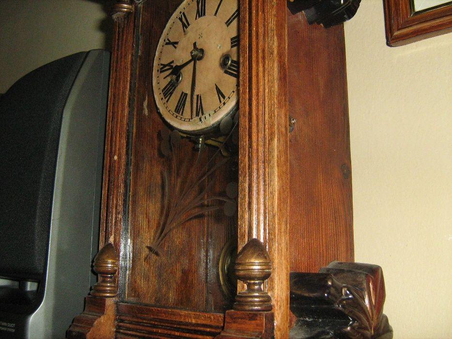 Ceas Pendula de 100 ani functionabila si vaza pardoseala model antica
