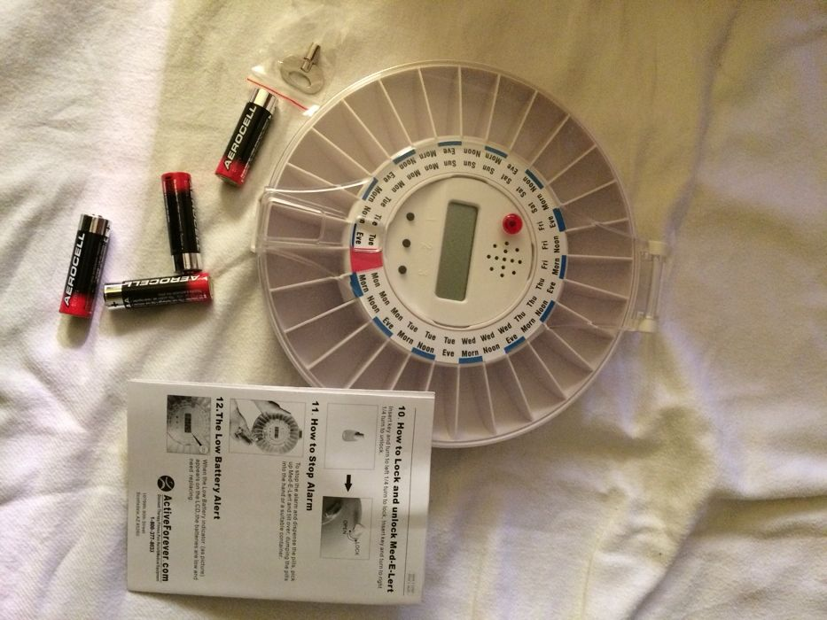 Cutie medicamente cu avertizare sonora, programabila pe ore si zile