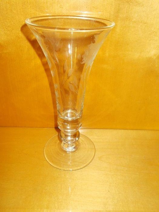 Vaza eleganta din sticla cu model floral