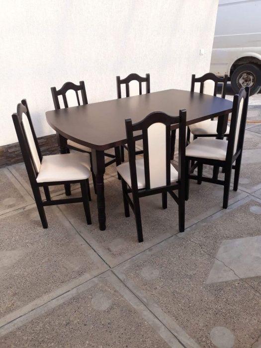 Scaune și mese din lemn pentru restaurante la prețuri avantajoase