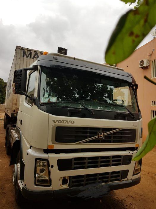 Vendo Caminhão Volvo completo com Trailer e o contentor