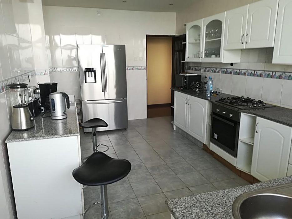 Arrenda se apartamento T3 Mobilado na Polana na Rosas de Moçambique