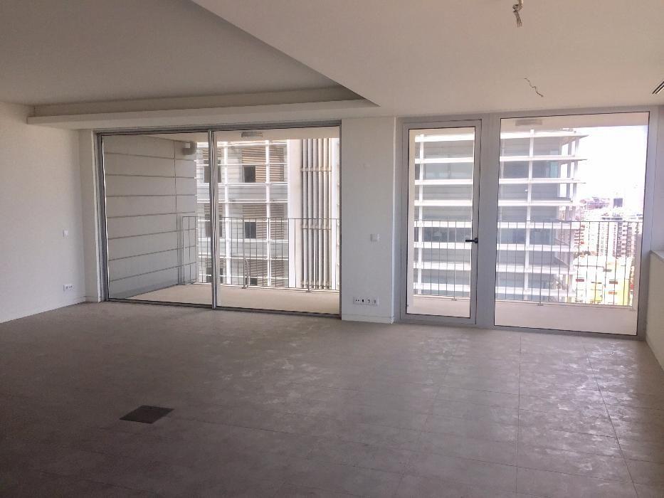Vende-se Apartamento T4 Nas torres Da Escom
