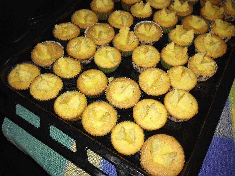 Cupcakes,cachorrinhos e hambúrguer em miniatura para sua festinha