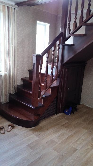 Изготовление деревянных лестниц, двери,витражи