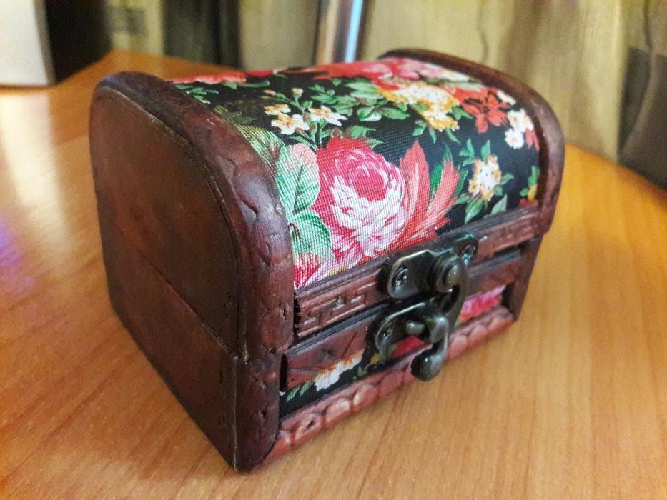 Оригинальная деревянная шкатулка
