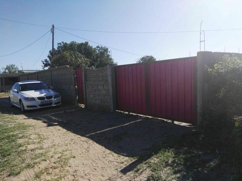 Vendo casa inacabada na Costa de Sol (Chiango) a 1min da estrada!
