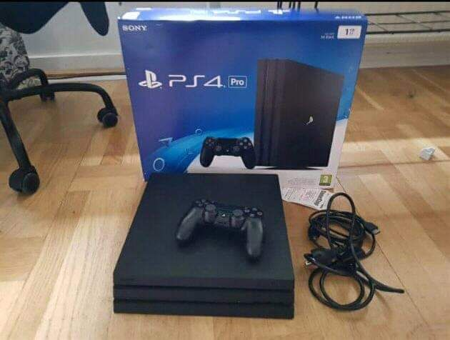 Vende se PlayStation 4
