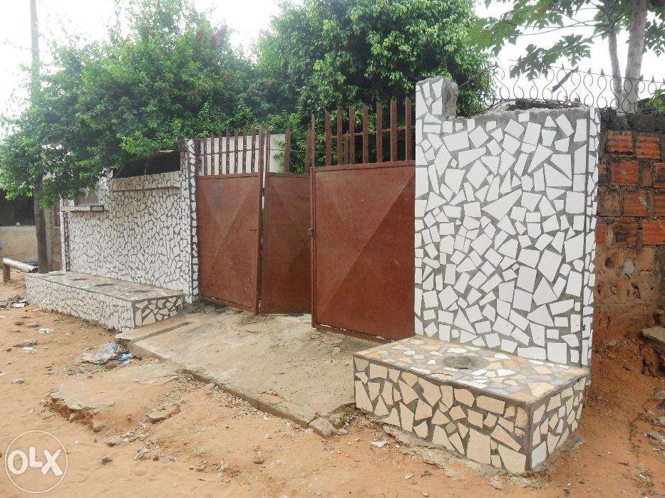 Vende-se/arrenda-se casa no bairro do maxaquene av. flpm Maputo - imagem 1