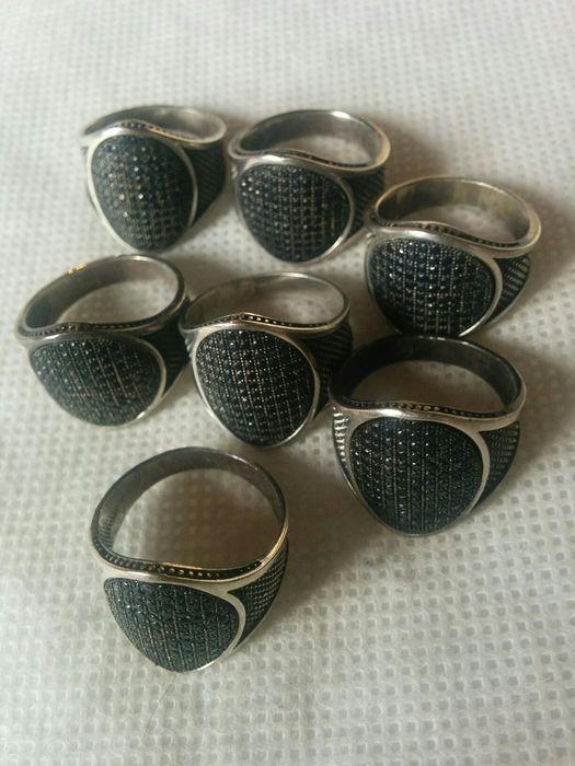 Печатка серебро с черной вставкой18,19размеры.Торг.