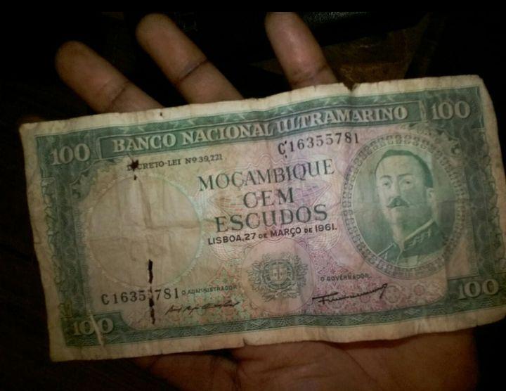 Nota antiga Banco nacional ultramarino 100 escudos 1961