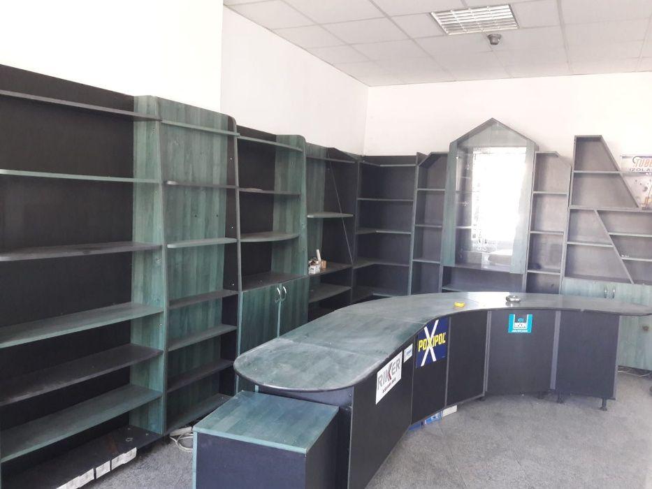 Vand mobilier pentru magazin