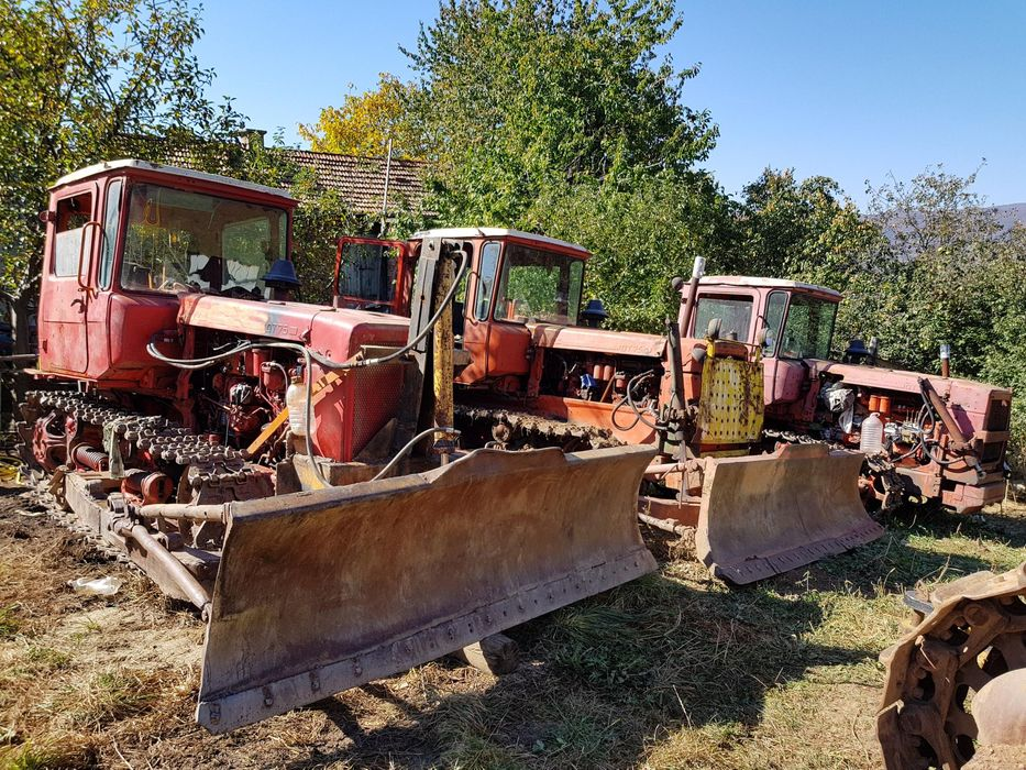 Продавам Верижен Трактор Дт 75 Dt 75