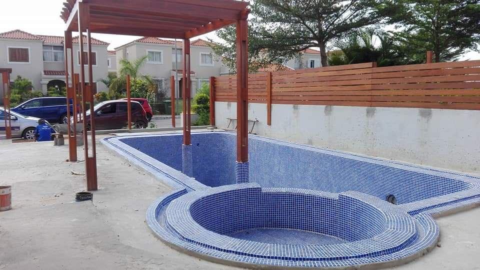 Construímos casas de varias tipologias, piscinas, Jango, com eficácia