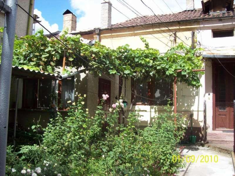 Продавам/заменям къща с двор и градина в град Свищов