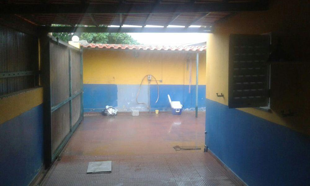 Residencia T3 reabilitada tem Ac + Anexo no Zango 1. Rua da Max