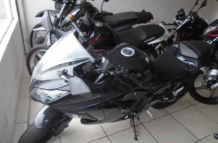 Vende-se moto Kawasaki.