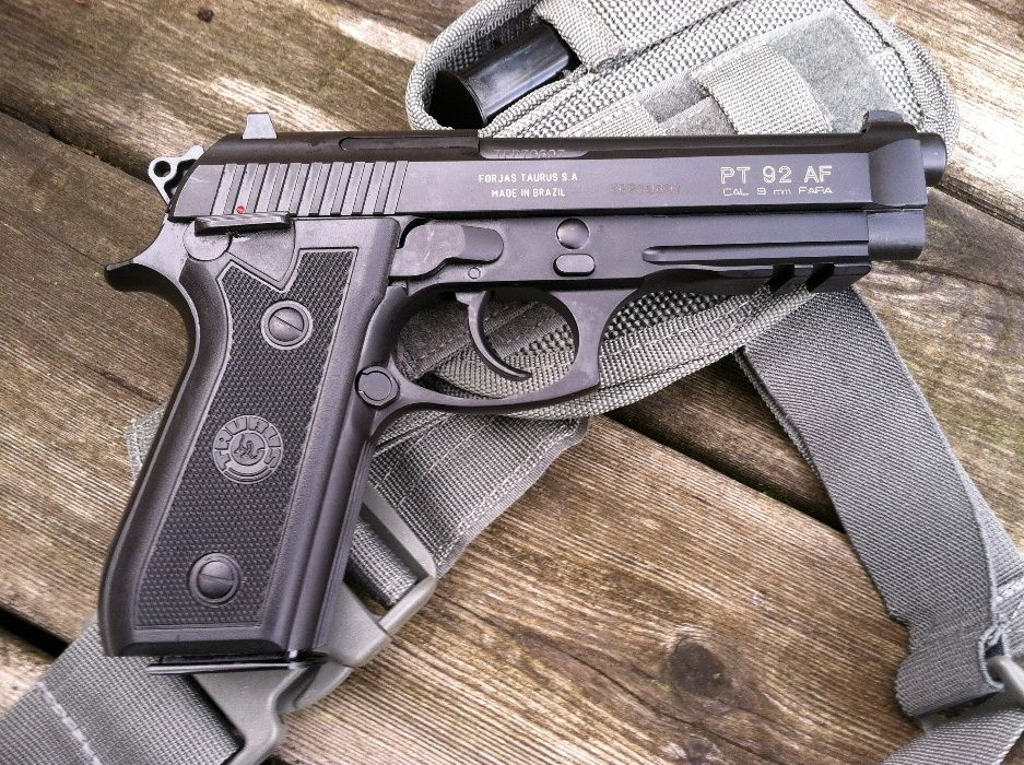 FOARTE PUTERNIC!!Pistol Airsoft Beretta/Taurus Metal co2gaz 6mm