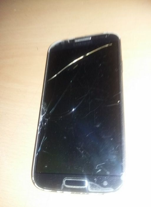telefon mobil SAMSUNG S4,fara baterie si incarcator