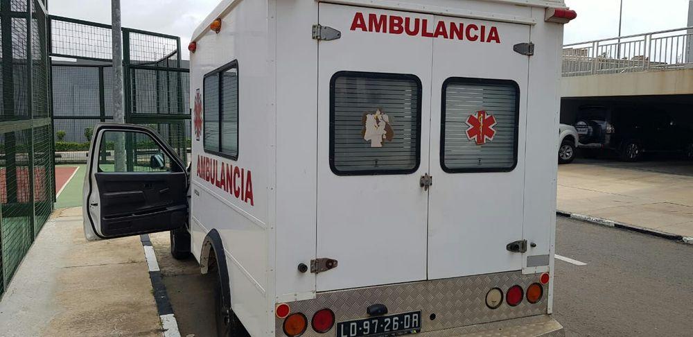 Vendo está ambulância Nissan Hard boy em dia