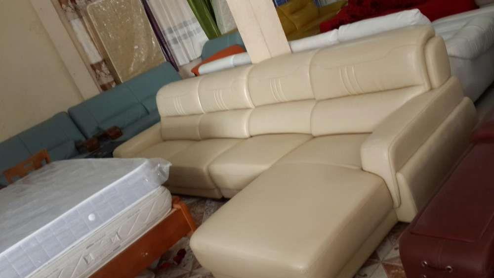 Sofa L em couro cor creme.direto entrega ao domicílio.