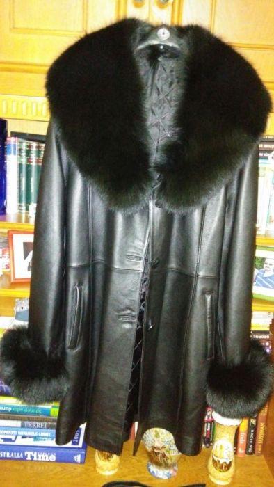 Vand haina din piele si blana naturala