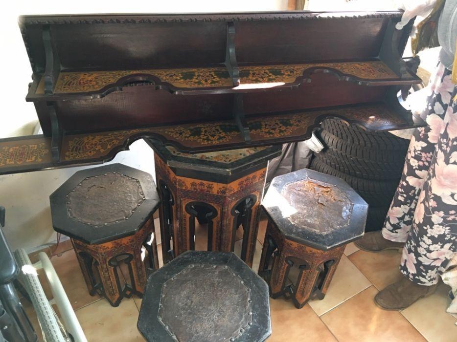 Масичка със столчета и полици ръчна изработка с естествени багрила