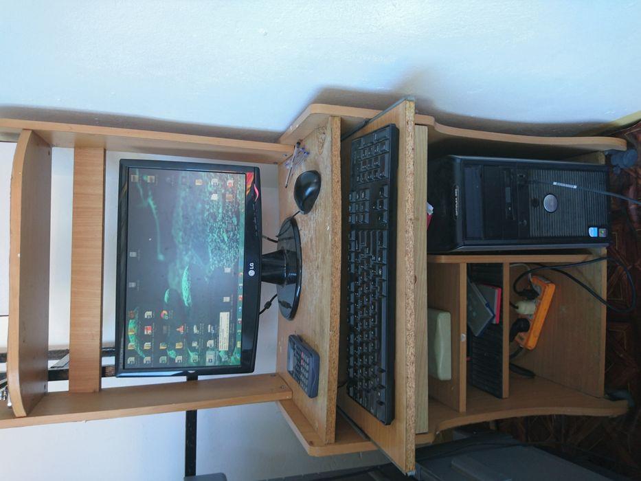Computador completo (pc, monitor, mouse, teclado e a mesa)