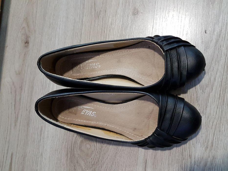 Дамски кожени обувки, на платформа.