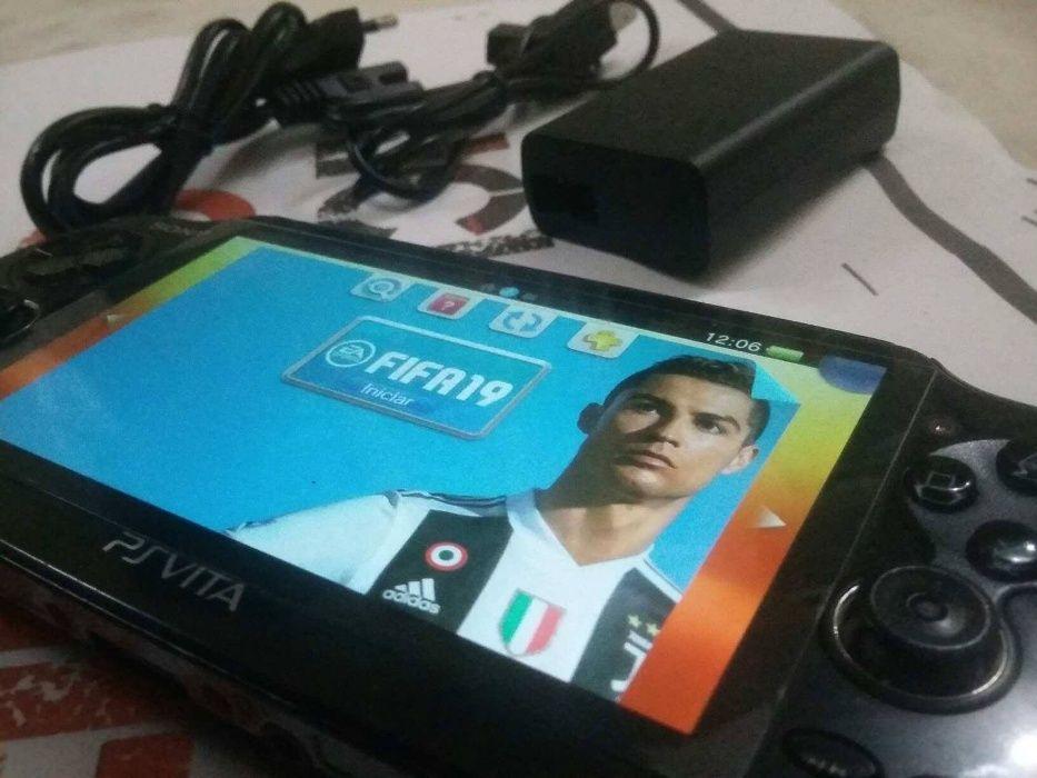 PS Vita + 3 jogos na memória *Fifa 19 *Batman - Unit 13