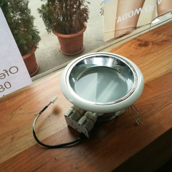 Lampa reflector rotunda tavan rigips