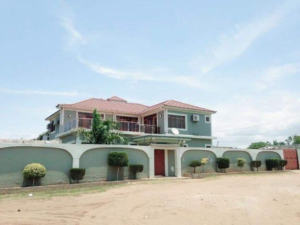 Mahotas luxuosa t5 espetacular. com piscina e campo de basketball Maputo - imagem 1