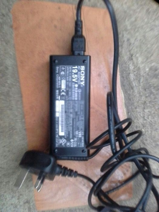Carregador Sony vem com uma agulha no meio