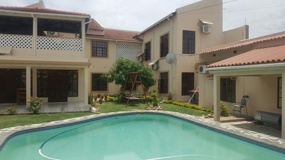 Vende se esta pensão com 9 quartos suites, loc na Matola 700