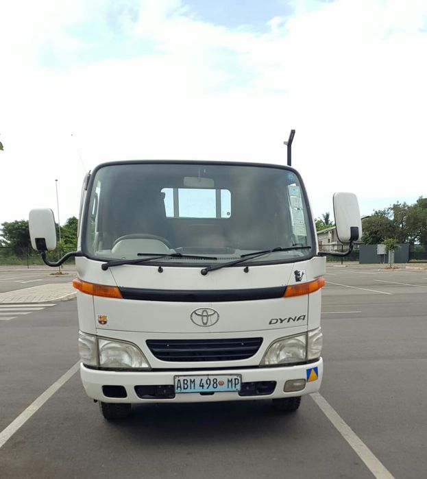 Camioneta Dyna
