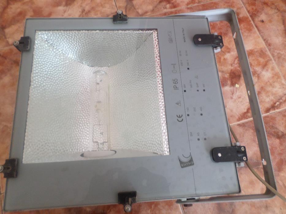 Proiectoare externe IP65 noi de 250 w