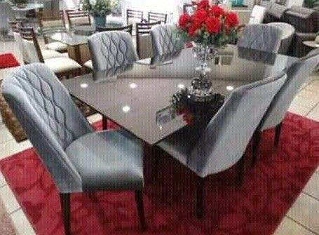 Vende se mesa de jantar de 6 Lugares e tapete