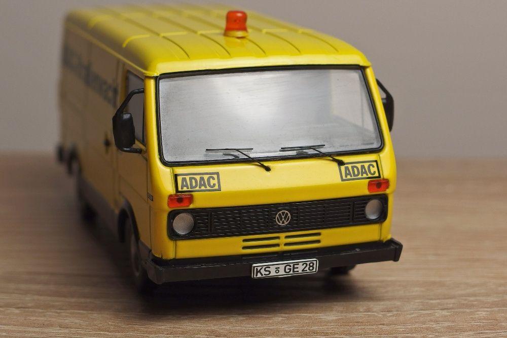 Macheta Premium Classixxs 1:43 Volkswagen LT28 ADAC
