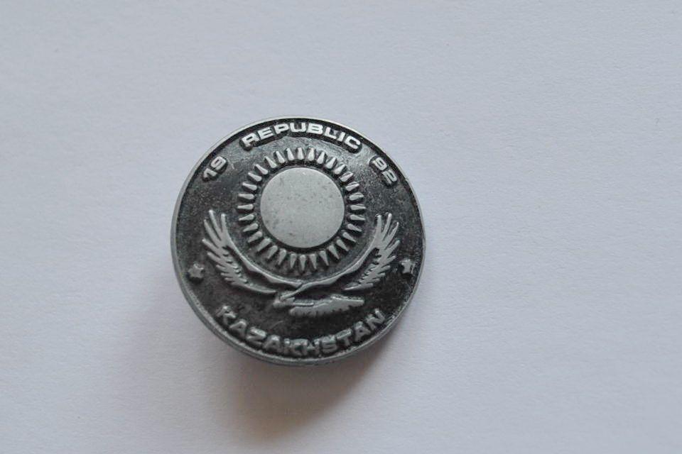 Редкий значек Республика Казахстан 1992