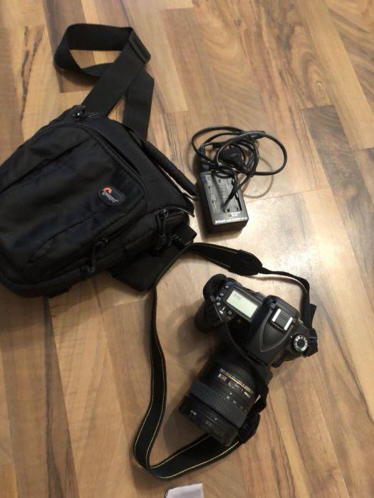Aparat foto Nikon D90, obiectiv AF-S 18-200mm