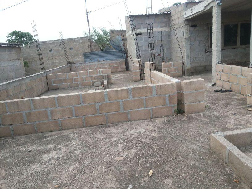 Vendo uma casa inacabada e uma dependência tipo 1 suite na de ISTEG Machava - imagem 3