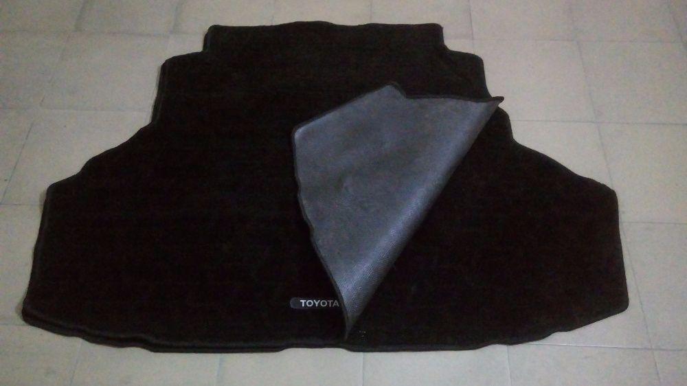 Продам коврики (полики) родной багажника на Toyota Camry 20/25.