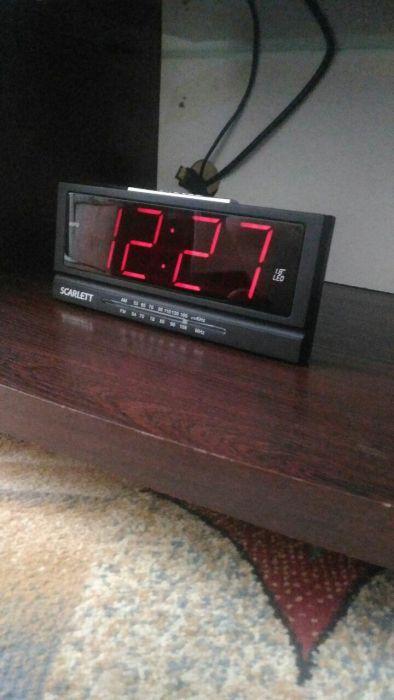 Радио часы с будильником.