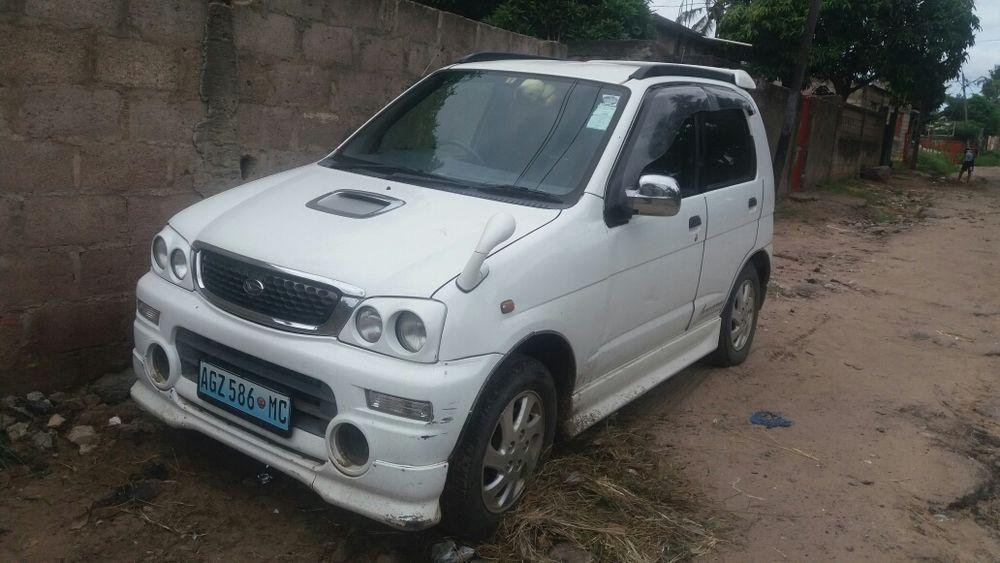 Vendo um Daihatsu Terios usado por uma mulher, está em óptimas condiçõ