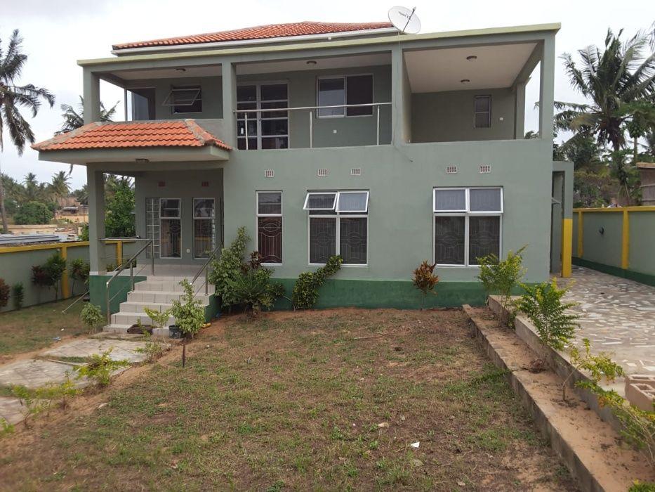 ALUGA -SE casa Tipo 5 com Suite+Garagem+5 varandas+4 WC, NOVA Inhambane - imagem 1
